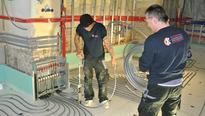 Verlegen der Fußbodenheizung, Tackern mit KERMI Xnet